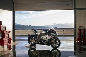 P90254413 lowRes bmw-hp4-race-04-2017