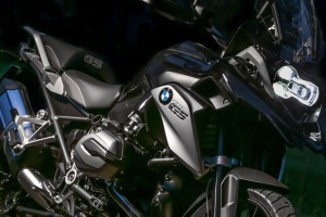 BMW-R-1200-GS-Triple-Black-2